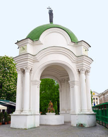 pic of samson  - The wooden statues of Samson fountain are hidden in the pavilion with corinthian columns under the dome topped with the statue of St - JPG