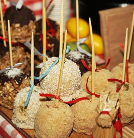 foto of guy fawks  - Tray full of caramel and candied apples - JPG