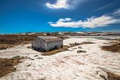 picture of plateau  - Mountain cabin in winter - JPG