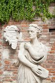 pic of vicenza  - White stone statues and sculptures in the external courtyard of the olimpic theater in Vicenza - JPG