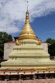 Golden Stupa en Moniwa