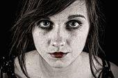 unheimlich unheimlichen Frau mit bösen Augen