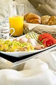 Gesundes Frühstück ins Bett