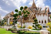 Grand Royal Palace (phra Borom Maha Ratcha Wang) With Bonsai Tre