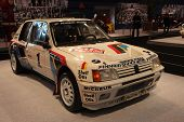 Essen - 29 de novembro: Peugeot 205 Turbo 16