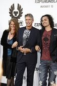 LOS ANGELES - AUG 3: Eric Roberts, wife Eliza, stepson Keaton Simmons at the Screening of 'The Expen