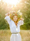 Model in wreath from flower