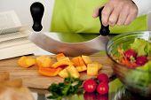 Close-up f man's hands preparing vegetables