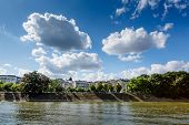 Alle Des Cygnes (Schwäne Gasse) und Seine River In Paris, Frankreich