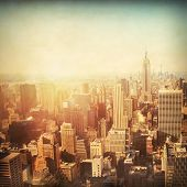 Vintage beeld van de skyline van New York City Manhattan bij zonsondergang.