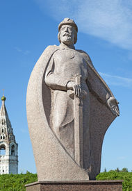 foto of yuri  - The monument to Russian prince Yuri Dolgoruky the founder of the city Yuriev - JPG