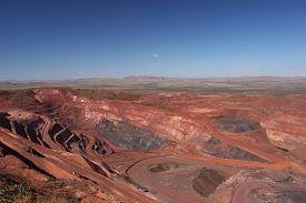 pic of iron ore  - Iron ore mine pit Pilbara region ner Tom Price - JPG