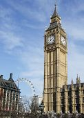 Big Ben con London Eye en el fondo. (Londres, Inglaterra)