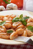 Gnocchi di patata, fideos de patata italiano con salsa de tomate