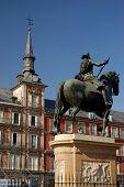 Major Square, Madrid. Spain. Casa De La Panaderia And Felipe Iii Statue