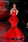 NEW YORK-FEB 6: Jill Hennessy wears Dennis Basso on the runway at The Heart Truth Red Dress Collecti