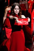 NEW YORK-FEB 6: Actress Taryn Manning shows her Heart+Truth purse at the Heart Truth Red Dress Colle