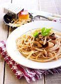 Wholewheat Spaghetti And Mushrooms