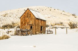 picture of outhouse  - Dilapidated wagon - JPG