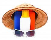 Постер, плакат: УФ защита оборудование для счастливых праздников Солнцезащитные очки шляпу и загара лосьоны