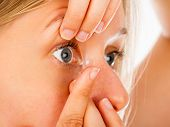 Applying Contact Lenses Easily