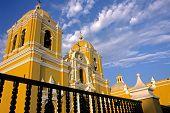 Igreja amarelo