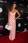 LOS ANGELES - 6 de JUL: Katie Cleary chegando no Dreamworld Benefit Concert para cair pios um