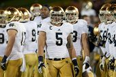 LOS ANGELES - 24 de novembro: Manti Te'o #5 da Notre Dame Fighting Irish durante o NCAA Football g