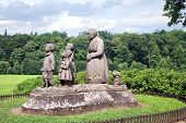 picture of grandma  - Monument Grandma with children - JPG