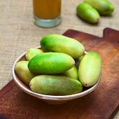 Banana Passionfruit (lat. Passiflora Tripartita)