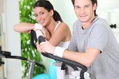 Постер, плакат: Мужчина и женщина занятий спортом