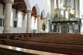 El Interior de la iglesia. Holanda, Delft