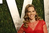 WEST HOLLYWOOD, CA - 24 FEB: Hilary Swank bei der Vanity Fair Oscar Party im Sunset Tower am Februar