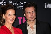 LOS ANGELES - OCT 19:  Kate Beckinsale, Len Wiseman at the 2013 Pink Party at Hanger 8 on October 19