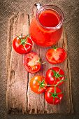 Tomato juice and fresh organic tomatoes