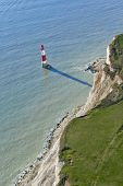 Fotografia aérea de farol no Beachy Head, East Sussex, Inglaterra