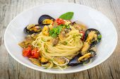 pic of clam  - dish of italian pasta stuffed with mussels and clams - JPG