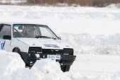 Постер, плакат: Sports ice competitions on cars