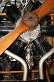 Постер, плакат: Старинный авиационный двигатель