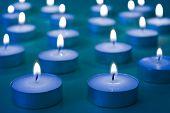 Grupo de velas ardiendo