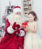 pic of saint-nicolas  - Saint Nicolas gives Christmas gifts to the little girl - JPG