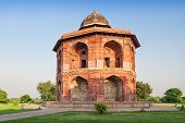 image of darwaza  - Purana Qila is the oldest fort among all forts in Delhi - JPG