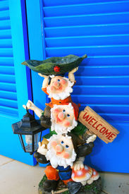 picture of  midget elves  - Three gnomes with lamp and stand welcome - JPG