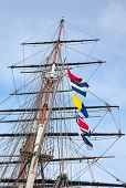 picture of mast  - Upwards view of the old ship - JPG