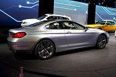 PARIS, França - 30 de setembro: Paris Motor Show em 30 de setembro de 2010 em Paris, apresentando BMW conceito 6