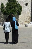 Постер, плакат: мусульманские дамы пешеходные улицы Вифлеем западе банк Палестина Израиль