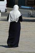 Постер, плакат: мусульманские леди прогулки в улице Вифлеем Западный берег Палестина Израиль