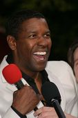 LOS ANGELES - APRIL 18: Denzel Washington at the 'Man On Fire' premiere on April 18, 2004 in Westwoo