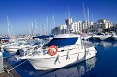Постер, плакат: Ибица Сан Антонио Абад лодки порта Марина в голубой летний день в Испании