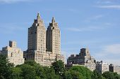 Apartamentos de rascacielos de Nueva York cerca de central park.